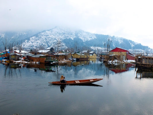 Kashmir In winter- © François Struzik - simply human 2014 - (Indian ad.) Kashmir - J&K - India - Dal Lake