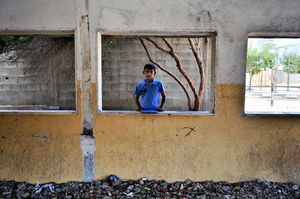 Fighting child labor after the war in Gaza - a shelled classroom -  Palestine © François Struzik - simply human 2015