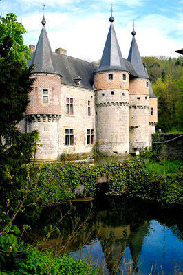 The castles of Meuse and Condroz © François Struzik - simply human 2009 - Belgium - Château de Spontin