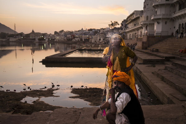 Pushkar, gypsy family by the holy lake. colourful Rajasthan - India  © François Struzik - simply human 2015