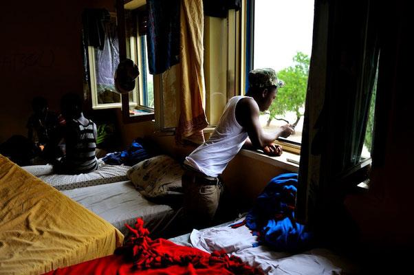 Minor migrants crossing the mediterranean sea: migration to Sicily - Italy © François Struzik - simply human 2014