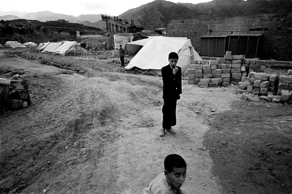 Sorrow in Kashmir - (Pak. Ad.) Kashmir ) Azad Kashmir - Pakistan © François Struzik - simply human 2006