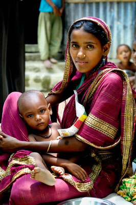 Fighting malnutrition in Bangladesh - Terre des hommes © François Struzik - simply human 2011