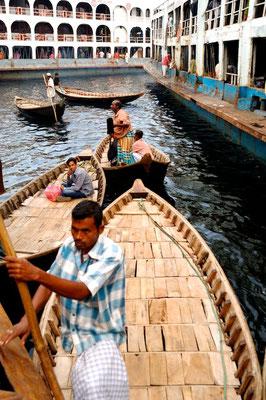 By boat from Dhaka - © François Struzik - simply human 2011 - Dhaka - Bangladesh