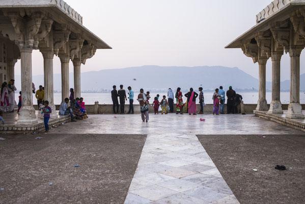Ajmer Ana Sagar Lake , colourful Rajasthan - India  © François Struzik - simply human 2015