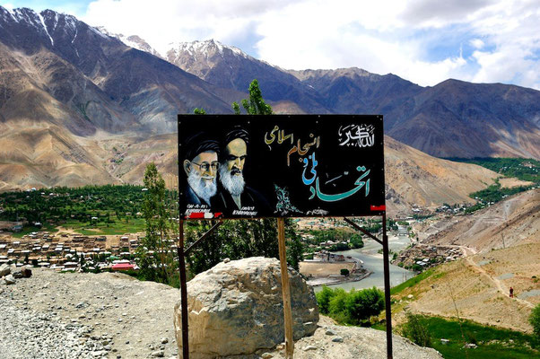 Suru valley, a shiite valley in Ladakh (Himalaya) - © François Struzik - simply human 2009 - Jammu & Kashmir - India - Imam Khomeiny and Khameneï