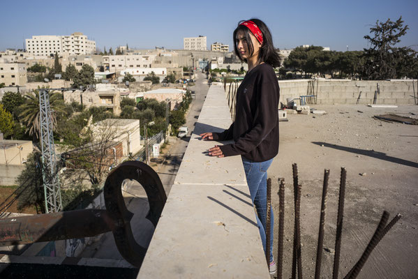 Eman, 15 years old, on the roof of Aida Youth center - The Youngsters of Aida Camp, Bethlehem, Palestine © François Struzik - simply human 2018