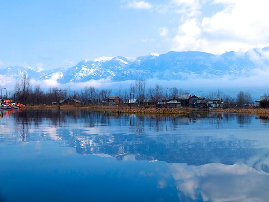 Kashmir In winter- © François Struzik - simply human 2014 - (Indian ad.) Kashmir - J&K - India - Wular Lake