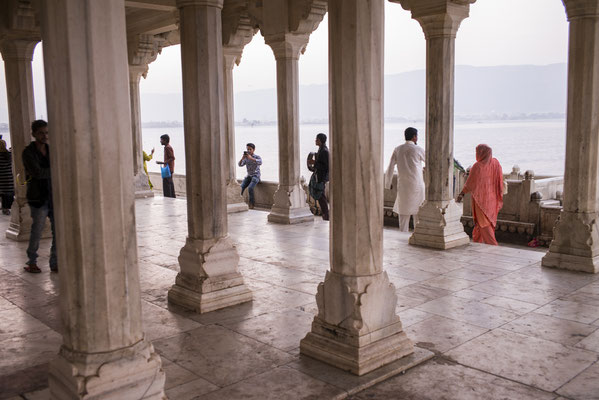 Ajmer Ana Sagar Lake, colourful Rajasthan - India  © François Struzik - simply human 2015