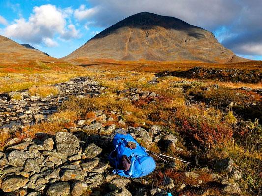 Hiking on Kungsleden- Lappland - Sweden - © François Struzik - simply human 2014 - near Singi - Fjällraven Kajka
