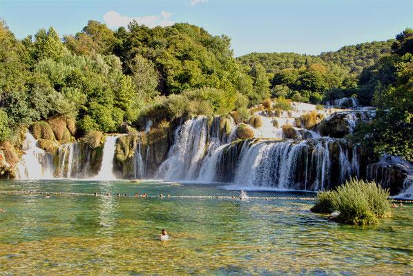 schwimmen beim Wasserfall Kroatien