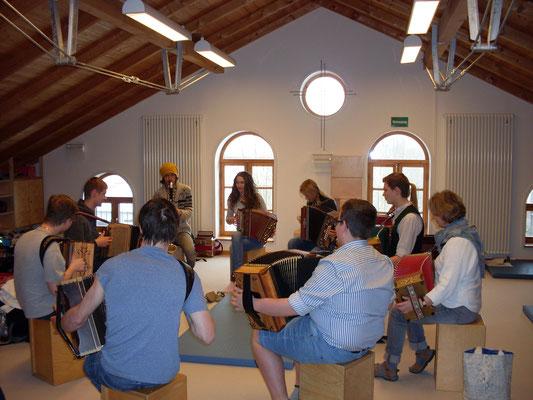 Gruppenunterricht/ Begleiten lernen für Ziachspieler in Honau