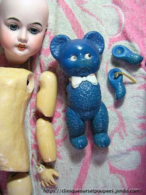 réparation, remontage, nettoyage d'une poupée Armand Marseille et d'un petit ours bleu en celluloïd