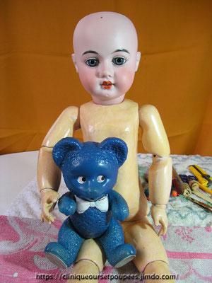 réparer, remonter, nettoyer une poupée Armand Marseille et un petit ours bleu en celluloïd