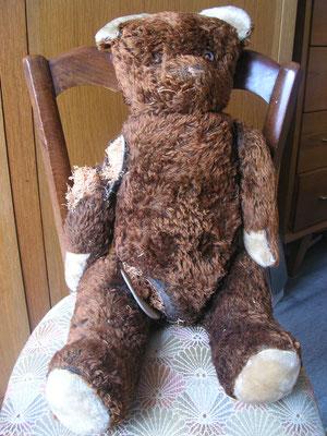 Réparation d'un ours en peluche