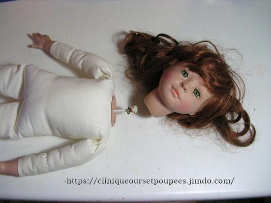 Clinique pour réparer les poupées modernes en plastique