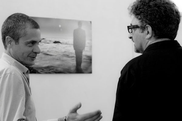 36 di 38 - Franco Carlisi visita la mostra di Carlo Riggi