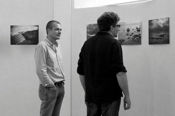 35 di 38 - Franco Carlisi visita la mostra di Carlo Riggi