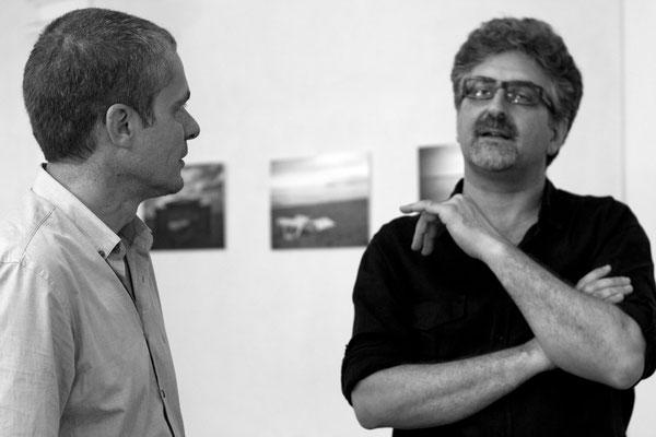37 di 38 - Franco Carlisi visita la mostra di Carlo Riggi