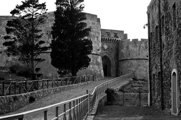 01 di 38 - Il Castello di Milazzo (ME)