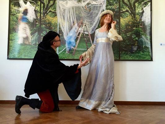 """L'opera """"Sogno di una notte di mezza estate"""" di Pio Tarantini si presta come sfondo d'autore per alcune performance dedicate alla celebrazione dei 400 anni dalla scomparsa di William Shakespeare (evento organizzato da La Kasa dei Libri, Milano)"""