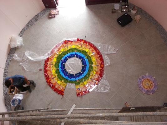 Blick vom Gerüst - die Mitte des Mandalas liegt rechts ...