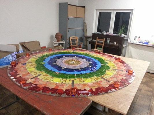 Das fertig gestellte Mosaik im Atelier Farnsworth
