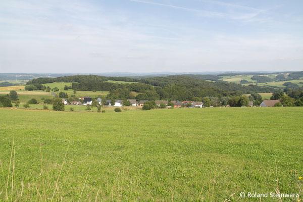 Ausblick über Kuchhausen und das Windecker Ländchen bis ins Siegerland