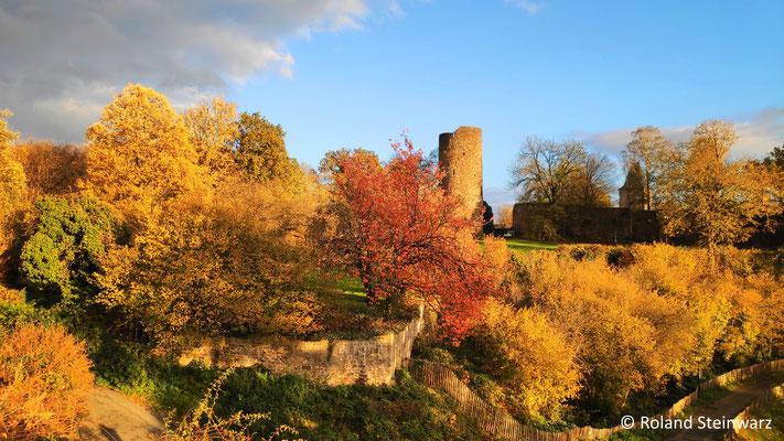 Burg Blankenberg, Vorburg im Herbst