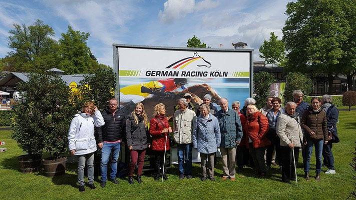 Gruppenfoto der Aktion Galopp verbindet Köln - Galopp verbindet Menschen