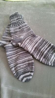 Socken mit kurzem Bündchen in schwarz/grautönen in Gr. 43