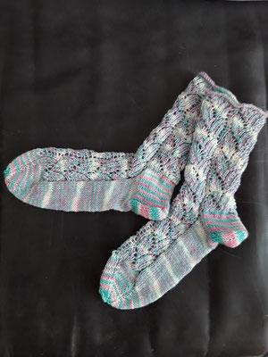 Socken aus 4fach Sockenwolle mit Ajourmuster Gr.  36/37