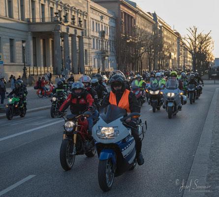 Motorraddemo gegen den Notstand bei der Berliner Feuerwehr