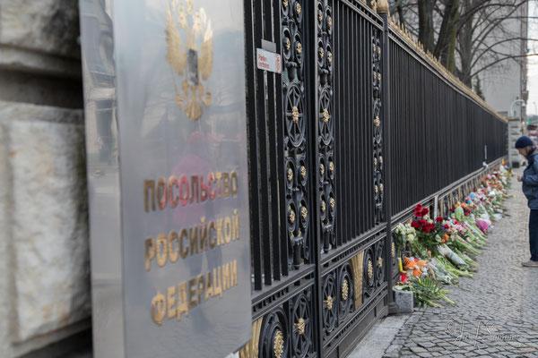 Gedenken an der Russischen Botschaft zum Terroranschlag in St. Petersburg