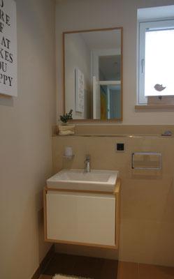 Unterschrank im Gäste WC Eiche-Farblack-Kombination
