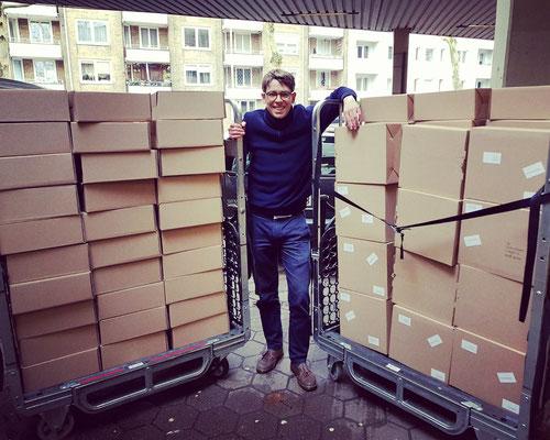 Das neue Album von Hannes Wittmer gibt es nur bei uns - und so sieht das dann aus auf dem Weg zur Post! (Frühjahr 2019)