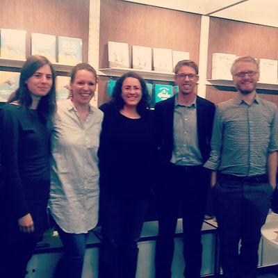 Das ganze mairisch-Team! Hannah, Steffi, Blanka, Peter, Daniel - Buchmesse Frankfurt 2016