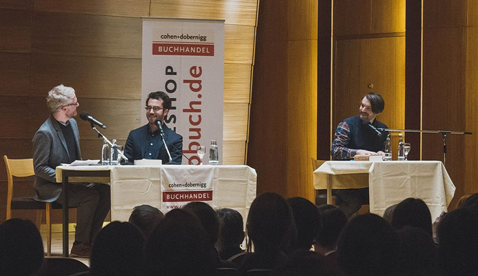 Jonathan Safran Foer zu Gast, Daniel Beskos moderiert, Sasa Stanisic liest (Januar 2017, Laeisz-Halle, Hamburg)