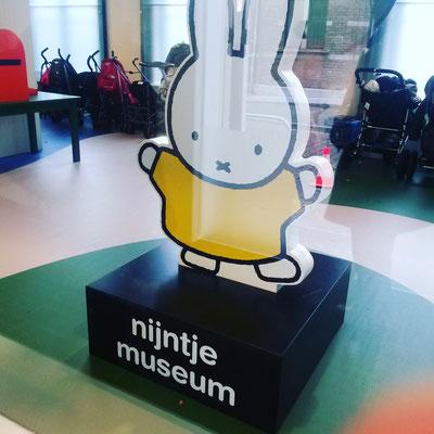 Ins Nijntje-Museum (wie heißt das bei uns? Genau, Miffy!)