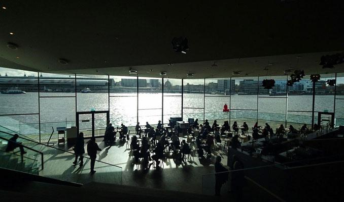 Schön auch: Das Filmmuseum EYE am Wasser.