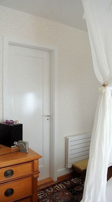 Richtig tapezieren an Türen und Ecken