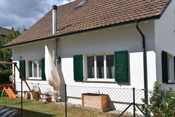 Fassadenanstrich und Streichen der Fensterläden