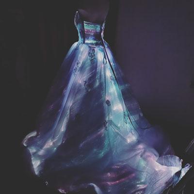 光るウエディングドレス 光るドレス LEDドレス