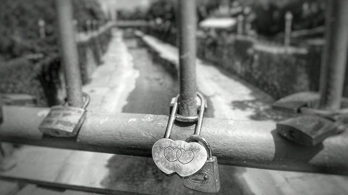Die Stadt der Liebe in Schwarz-Weiß (Stadtpark)