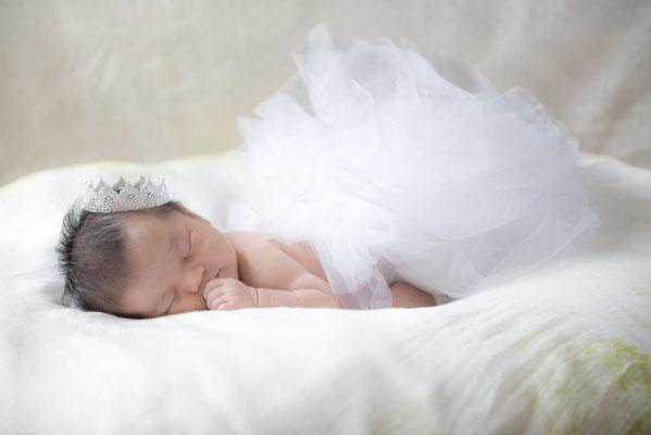 新生児(ニューボーン)撮影。自然光でのやわらかな撮影。※照明器具を使用しての撮影もご相談下さい。