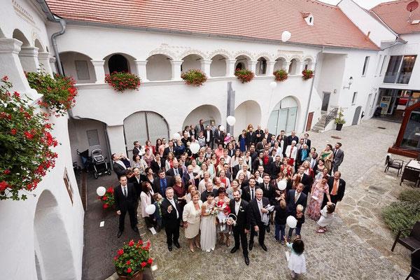 Eine wunderschöne Hochzeit im Arkadeninnenhof © Birgit Winglhofer
