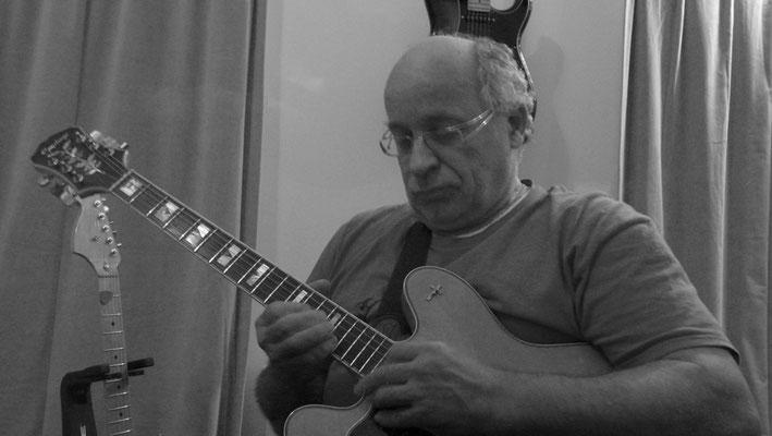 Phil (Guitar)