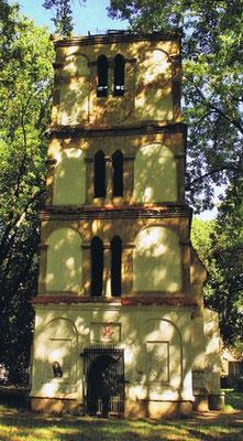 """Ruine der Kapelle auf dem alten Friedhof, Fotoaus Buch """"Sakrale Denkmäler"""" von Henryk Romańczyk"""