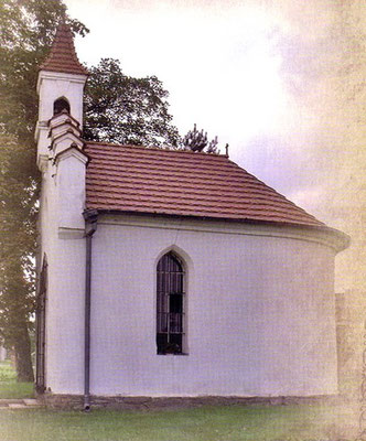 """Kapelle in Patschkau-Charlottental, Foto aus Buch """"Sakrale Denkmäler"""" von H. Romańczyk"""