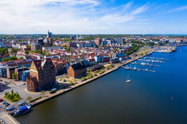 Rostocker City von der Warnow